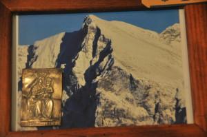 Quadro raffigurane il Monte Nero con la piastrina a sbalzo in argento della Madonna del Monte Nero