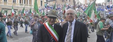 Il prof. Picco con il Sindaco di Treviso ricordando il milione di Mutilati ed Invalidi di Guerra ritornati dalle Battaglie dell'Isonzo e del Piave