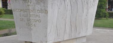 Monumento alla Resistenza in centro a Rovigno (Istria)