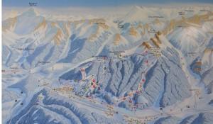 La zona montuosa delle Alpi Giulia vicino al Monte Canin viste dal Monte Lussari