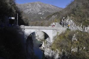 Il ponte oggi ricostruito dagli italiani dopo la ° Guerra Mondiale