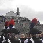 Lo schieramento delle rappresentanza delle numerose Associazioni lungo la gradinata del Sacrario di Caporetto