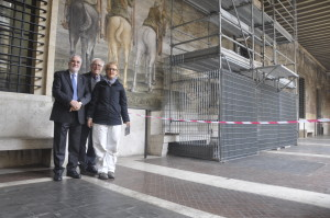 Il Presidente Nazionale cav. Betti il dott. Picco ed una delle due restauratrici dell'affresco nella Casa Madre a Roma
