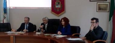 Il presidente Borriello, il sindaco Buzzo, l'assessore alla P.I. Coscia e il prof. Angioni
