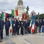 I soci dell'ANMIG Sessa A. schierati davanti all'Altare della Patria a Roma